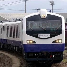 夏の秋田港クルーズ列車
