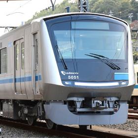 小田急12年ぶりの新型通勤車両、「5000形」を見る