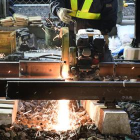 4時間で線路を切り替え 東武アーバンパークラインの複線化工事を見る