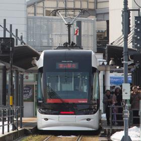 富山港線が路面電車に生まれ変わった理由 私鉄からJR、そして再び私鉄へ