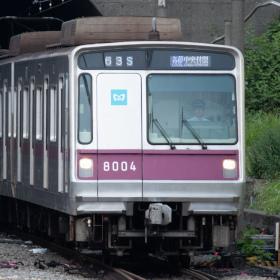 半蔵門線を走る東京メトロ8000系 過去には東西線での活躍も