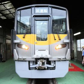 JR西日本初の電気式気動車「DEC700」登場!