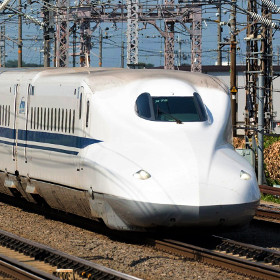 夏の新幹線、上手に予約し、安く乗るポイントとは?