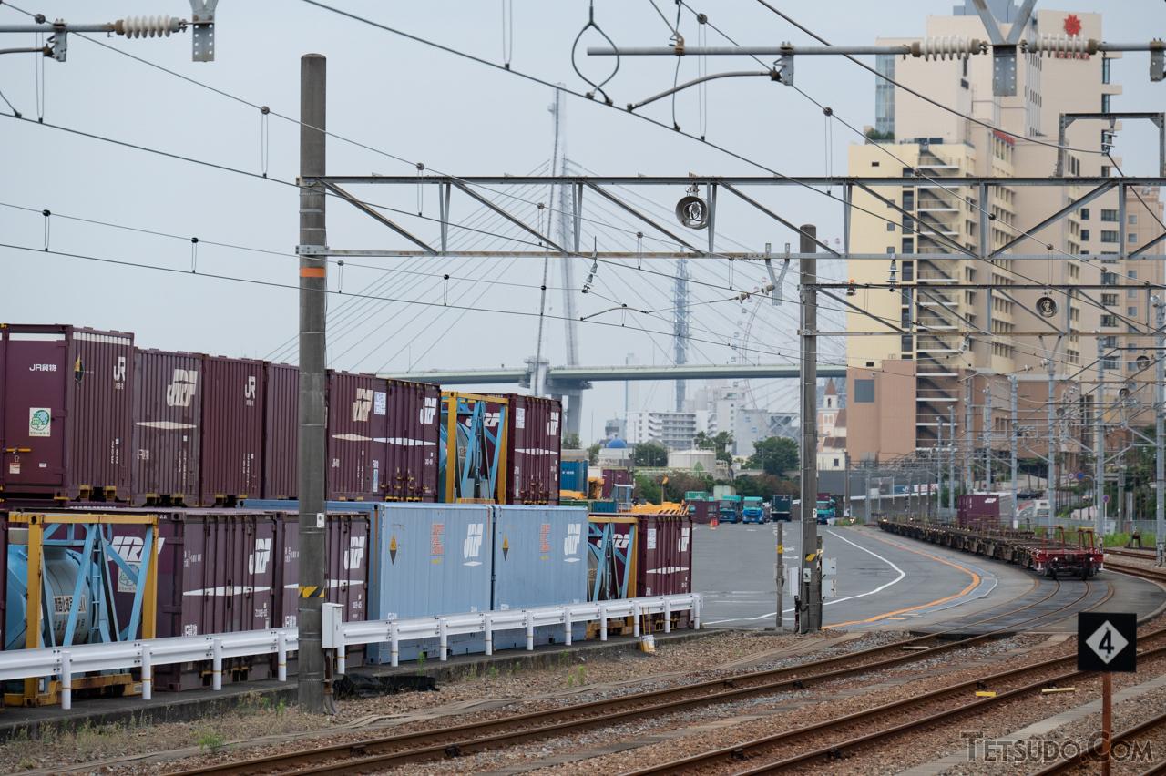 大阪側の発着地である安治川口駅