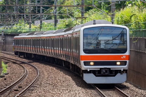 一見おかしな東京行きの下り列車……ナゼ?