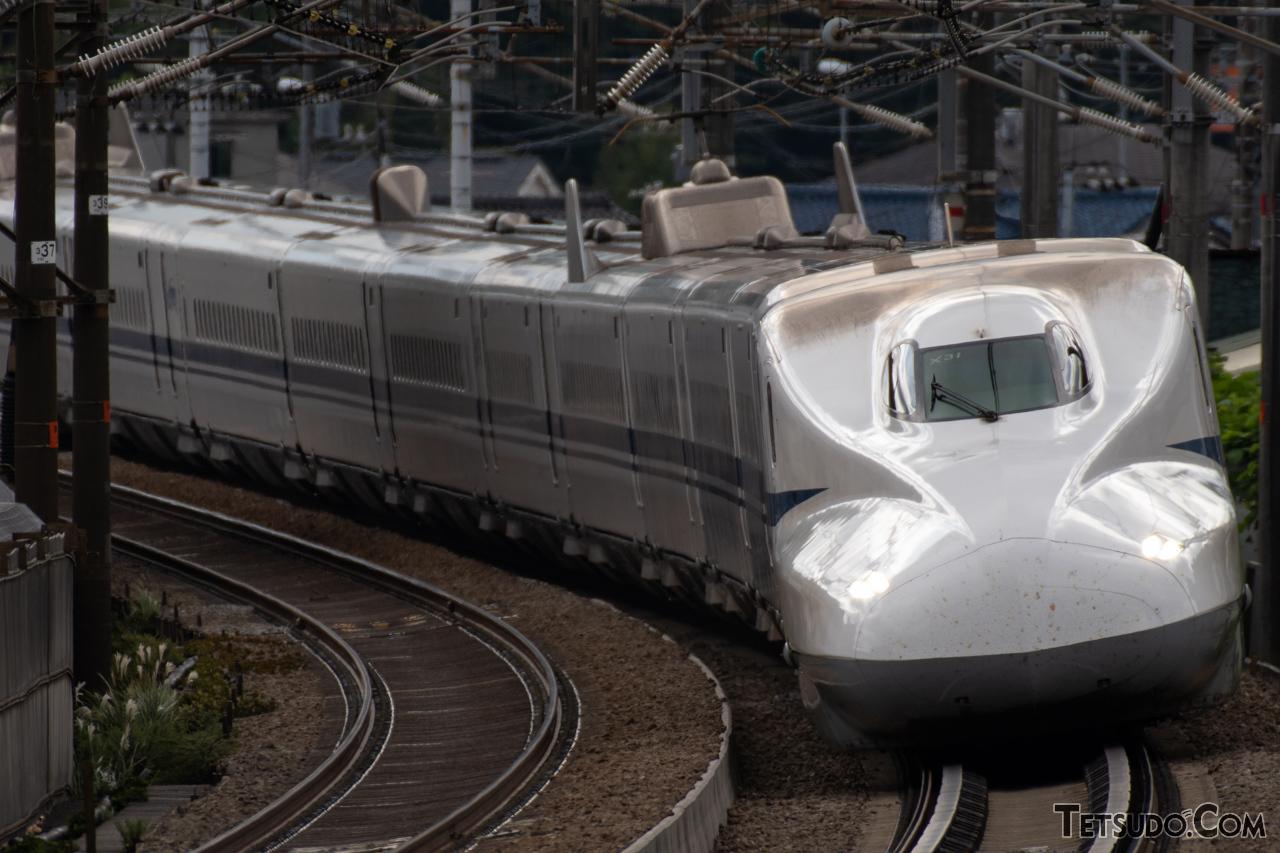 東海道新幹線の1編成あたりの定員は?