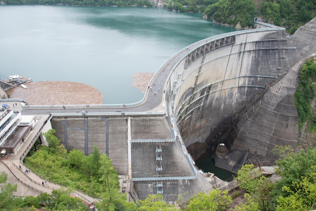 アルペンルートの名所の1つ、黒部ダム