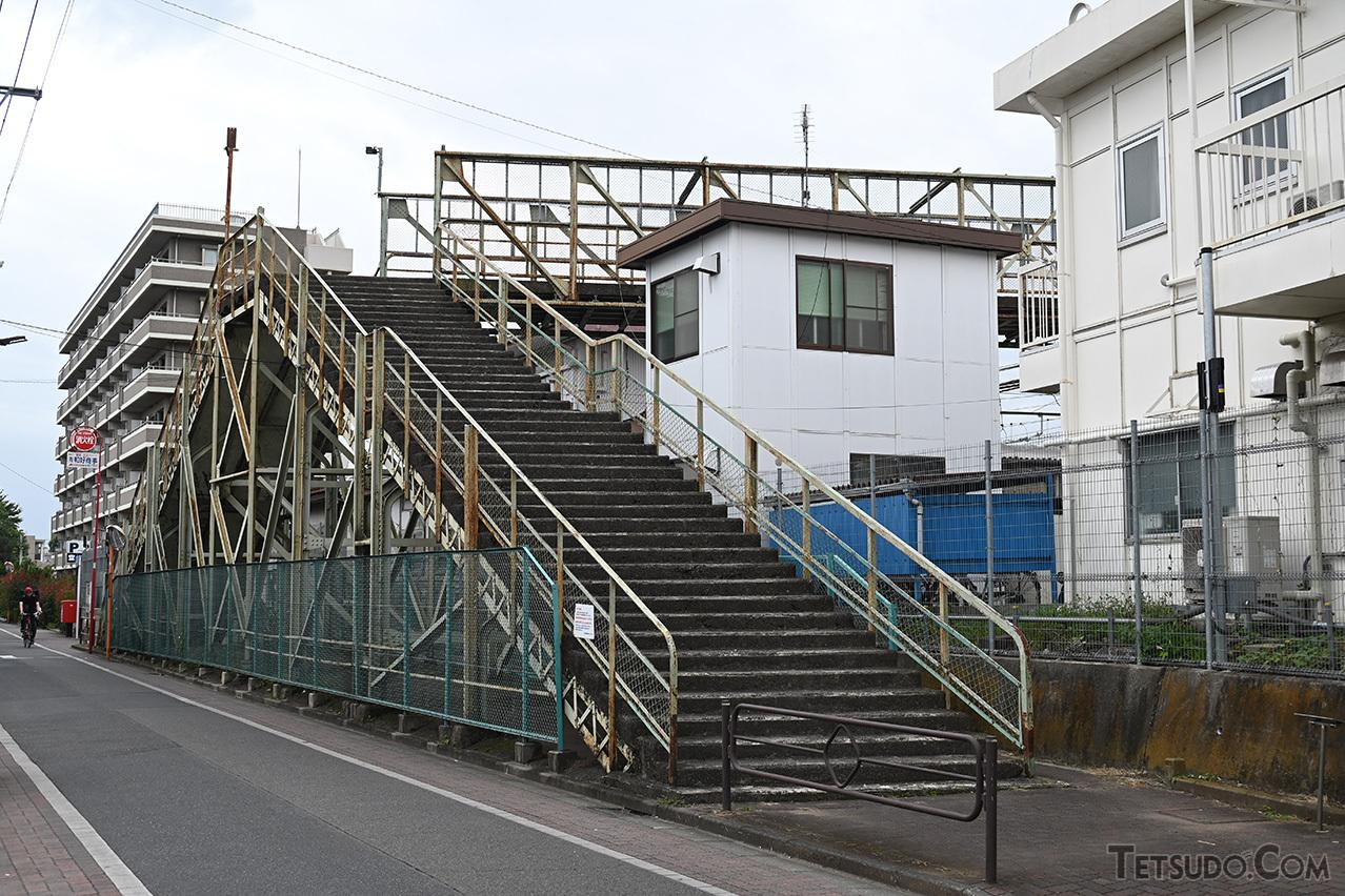 撤去の方針が決定した「三鷹跨線人道橋」