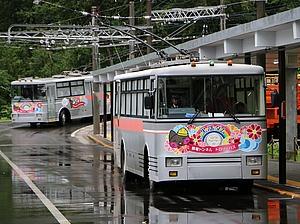 関電トロリーバス出発