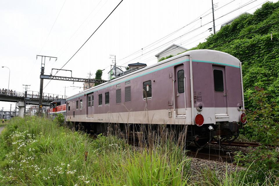 長野から甲種輸送されてきた「ゆうマニ」が、長津田駅に到着