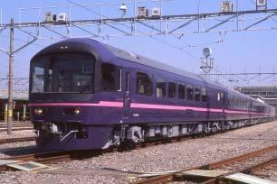 お座敷列車「華」