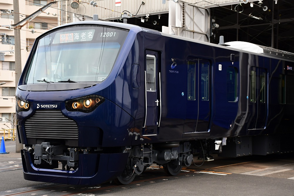 3月にデビューした相模鉄道12000系