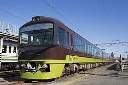 やまどり・東武8000系セイジクリーム 昭和生まれの名列車ツアー