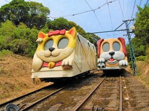 猫のメモリー号(左)、犬のドリーム号(右)