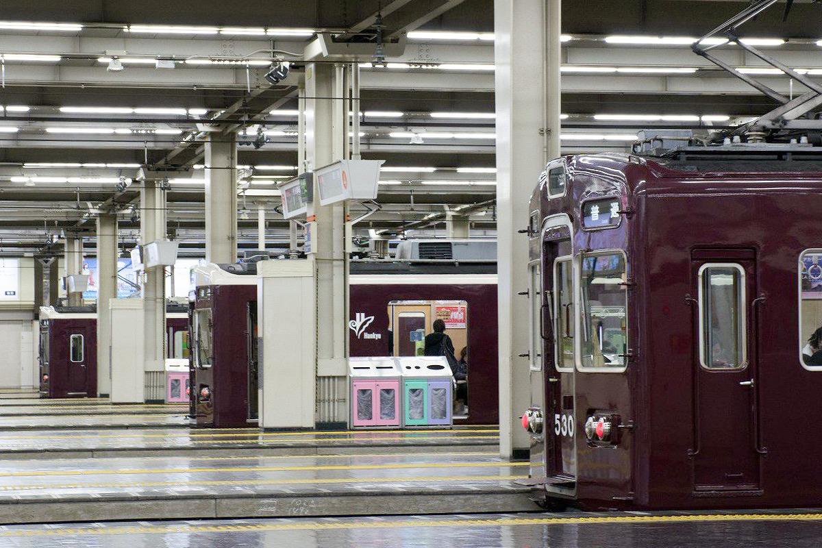 駅名を変更する阪急梅田駅