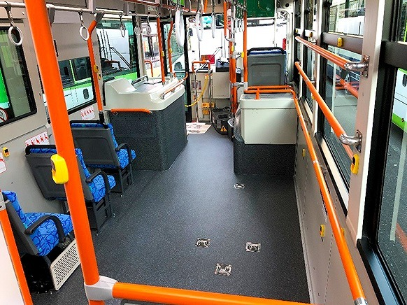ワイドスペースバス車内