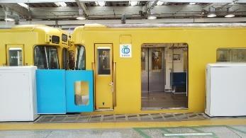 西武新宿駅ホームドア