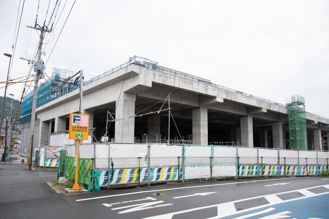 建設中の九州新幹線長崎駅(手前)