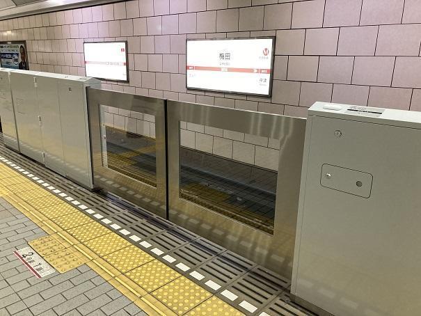 梅田駅ホーム柵