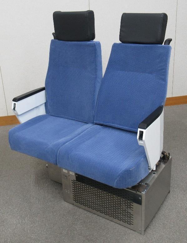 リクライニング機能付きロング・クロスシート転換座席