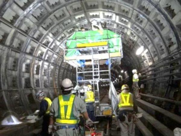従来のトンネル内特別全般検査の作業風景