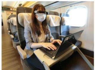 新幹線オフィス車両での仕事風景イメージ
