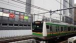 大塚を通過するE233系.jpg