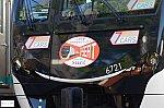 『Q SEAT』ヘッドマークを装着した6121編成