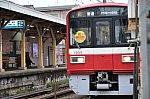 東門前駅:停車中の列車