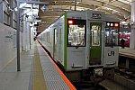 新潟駅2番ホームに停車中の磐越西線「242D」会津若松行き
