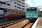 200404_大雄山駅_赤電5000とヒスイカズラ