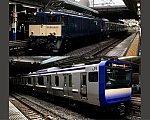 E235系1000番台J-02編成とEF64-1030 大船駅にて 7.1.2020