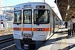 甲府駅で発車を待つ身延線の普通列車