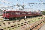 七尾駅構内に停留中の415系電車