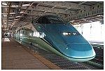 新庄駅で出発を待つとれいゆつばさ