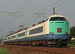 /upload.wikimedia.org/wikipedia/commons/thumb/5/58/JRE_EC_485_series_Hokuetsu_R28.jpg/800px-JRE_EC_485_series_Hokuetsu_R28.jpg