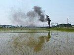 河毛駅に停車中のSL北びわこ号 その7 煙が高く上がったのでさらに広角で撮影。