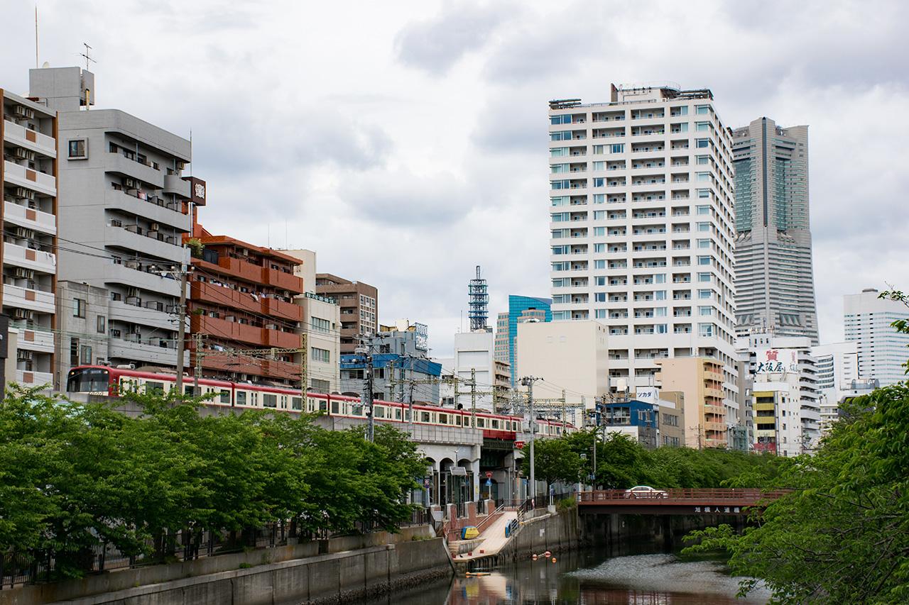 住宅地や商業施設を建設し、交通サービスを提供する従来のビジネスモデルは限界を迎えつつあります