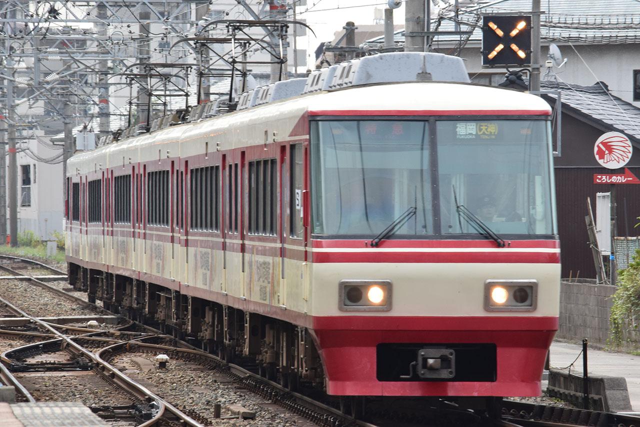 西鉄が大牟田線(当時)に投入した8000形。JR九州に対抗して製造された車両でした