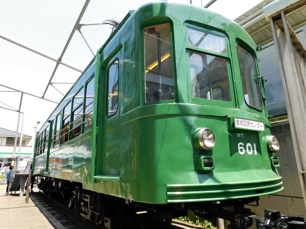 宮の坂駅に隣接する宮坂区民センターの敷地に留置されている「江ノ電601号」(元デハ80形)。1970年に江ノ島鎌倉観光(当時)に譲渡されましたが、同線での運転終了とともに1990年に里帰りしました
