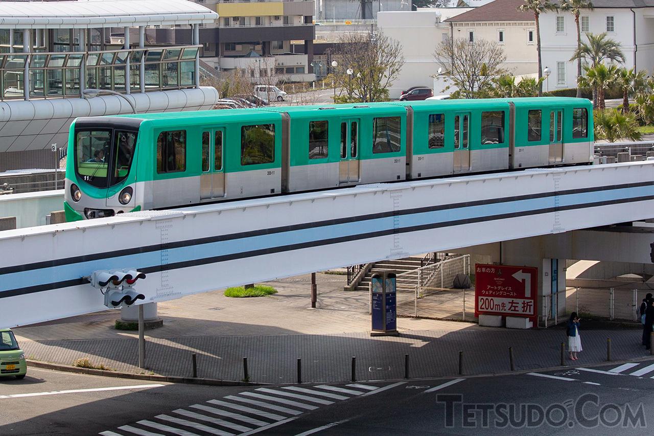 大阪港の湾岸エリアを走るニュートラムは、G20サミット開催期間中に中ふ頭駅が封鎖されます(撮影:編集部)