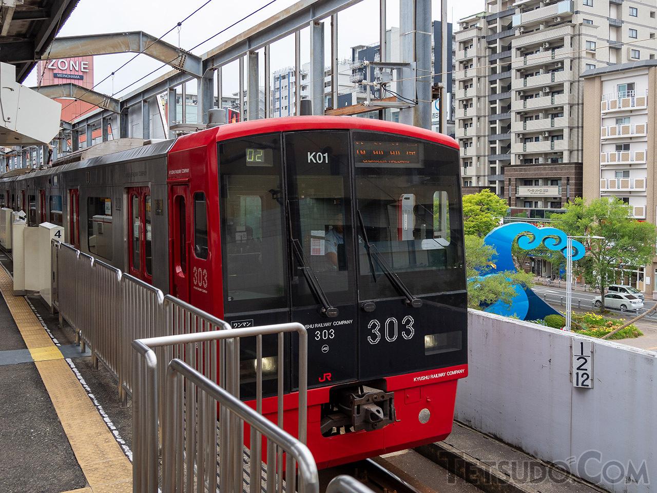 姪浜駅4番乗り場にある12.5kmの距離標(右下)。しかし、この駅は福岡空港駅から13.1km、博多駅からは9.8kmの地点にあります