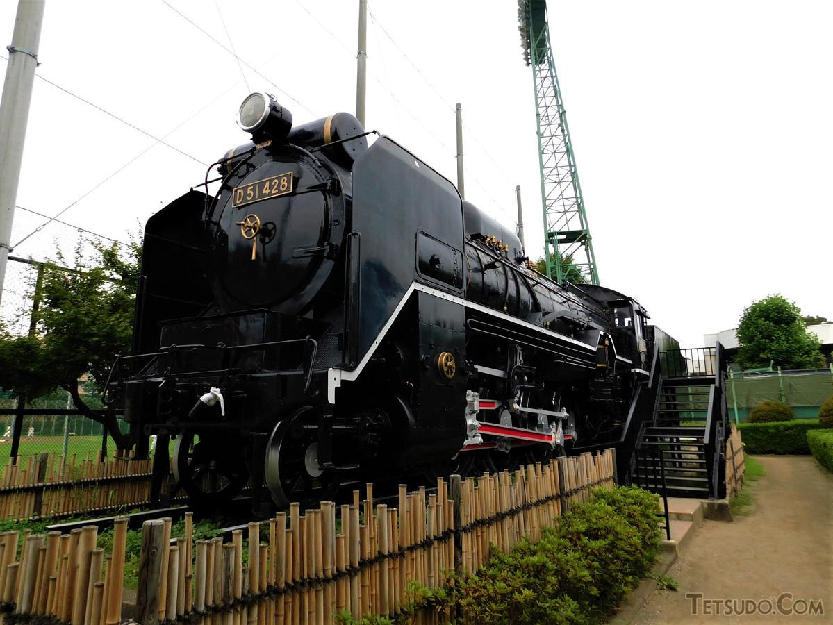 炭水車側から見たD51。黒光りする車体に力強さを感じます