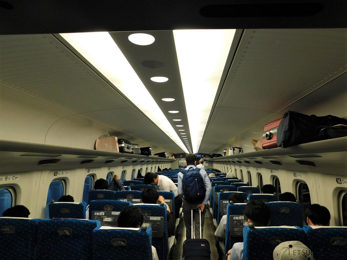 8月2日、のぞみ125号3号車の様子。発車5分前でまだ空席が見られました