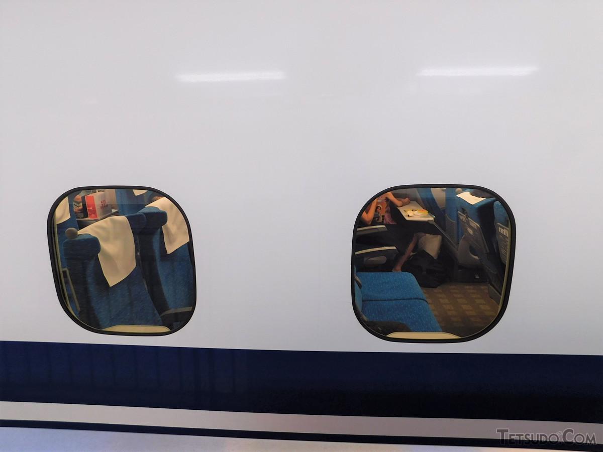 のぞみ42号ではこのように空席も見られました