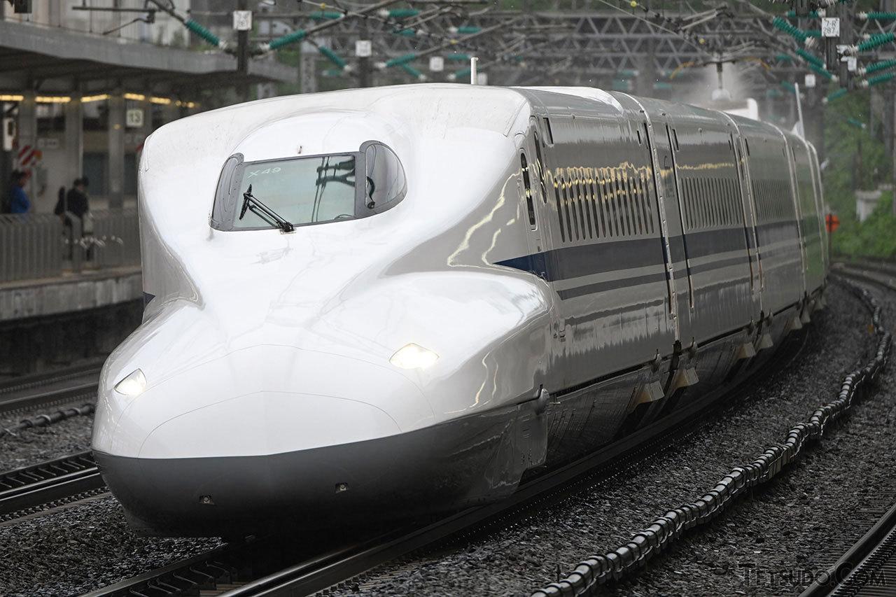 東海道・山陽新幹線を走るN700系車両