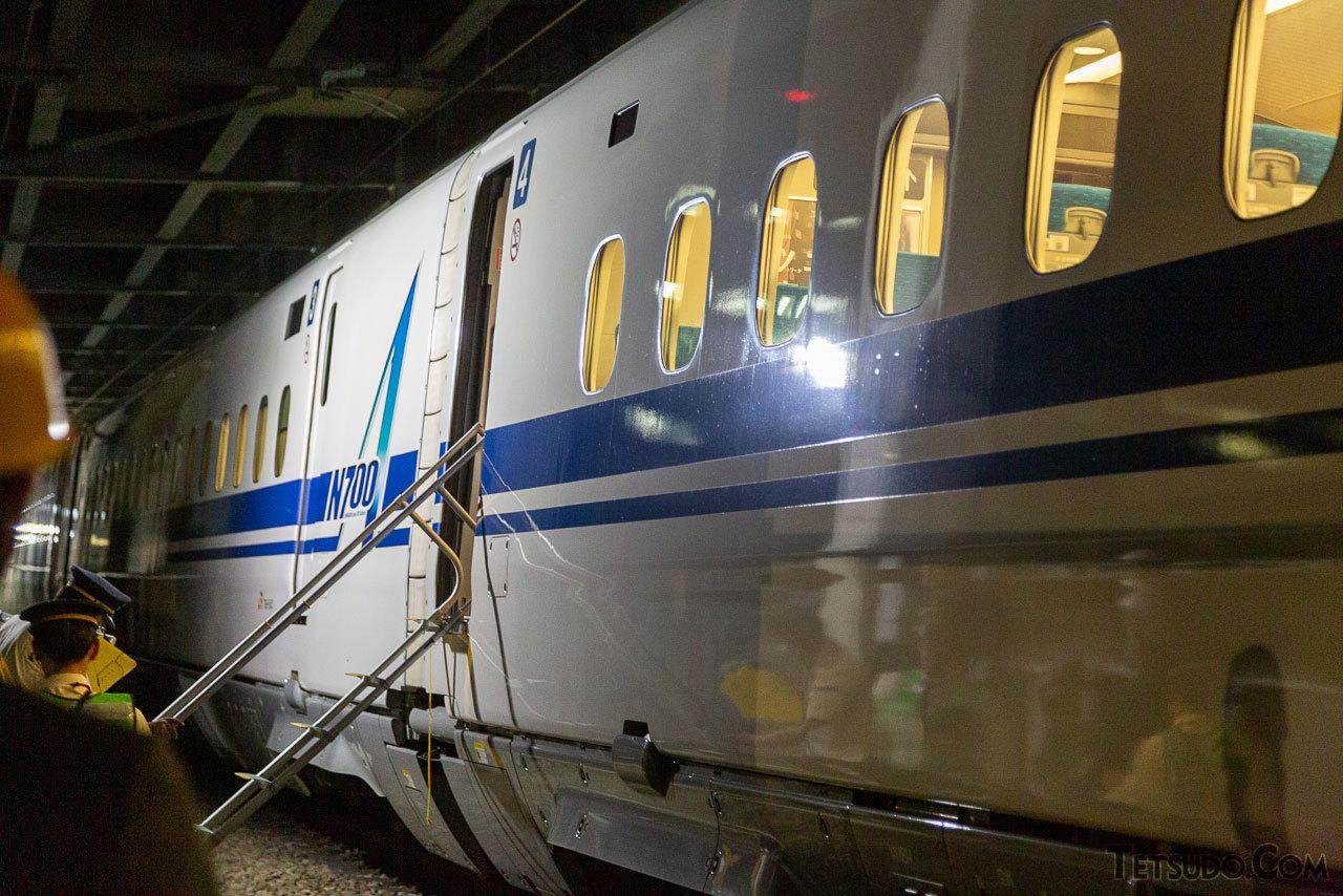 緊急したのぞみ901号。訓練は新幹線の最終列車後の深夜に実施されました