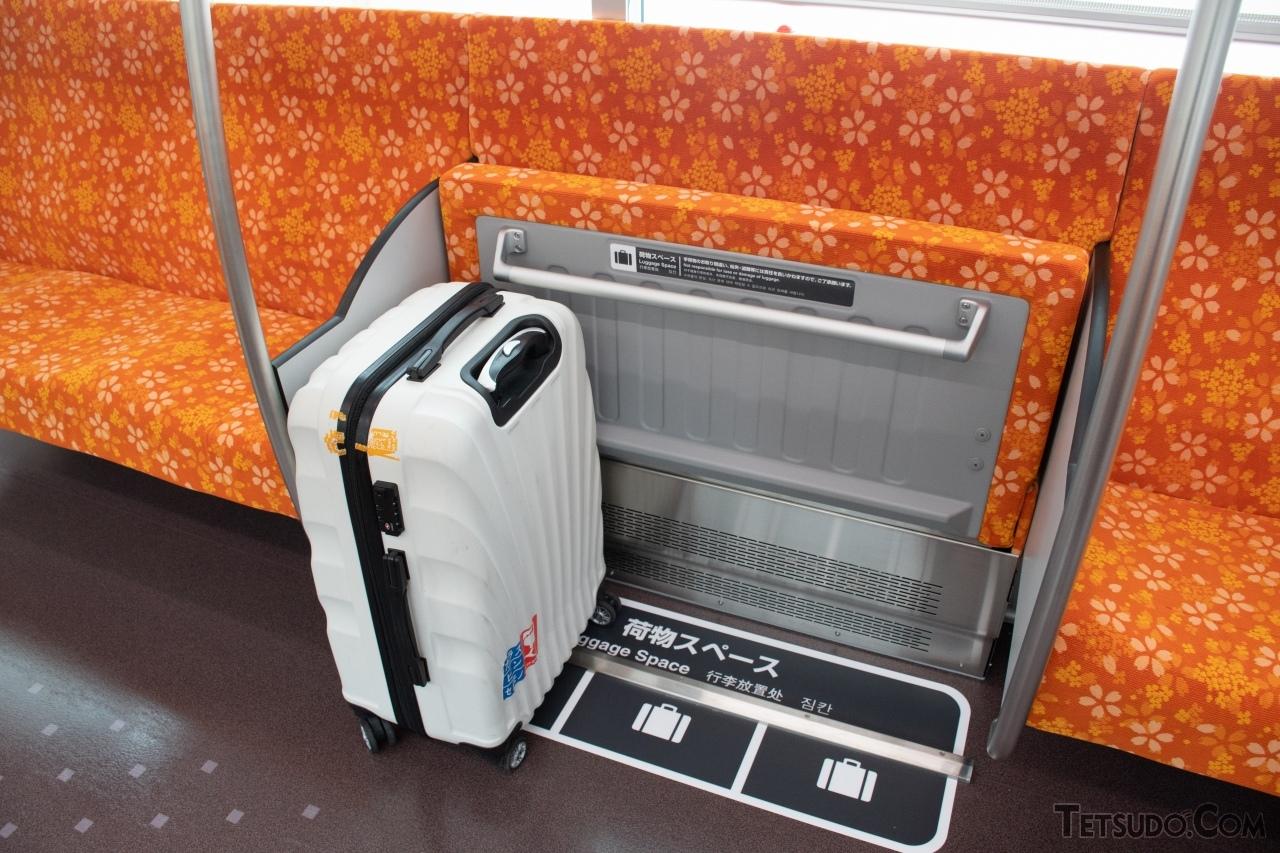 大型のスーツケースを3個程度置ける幅が確保されています