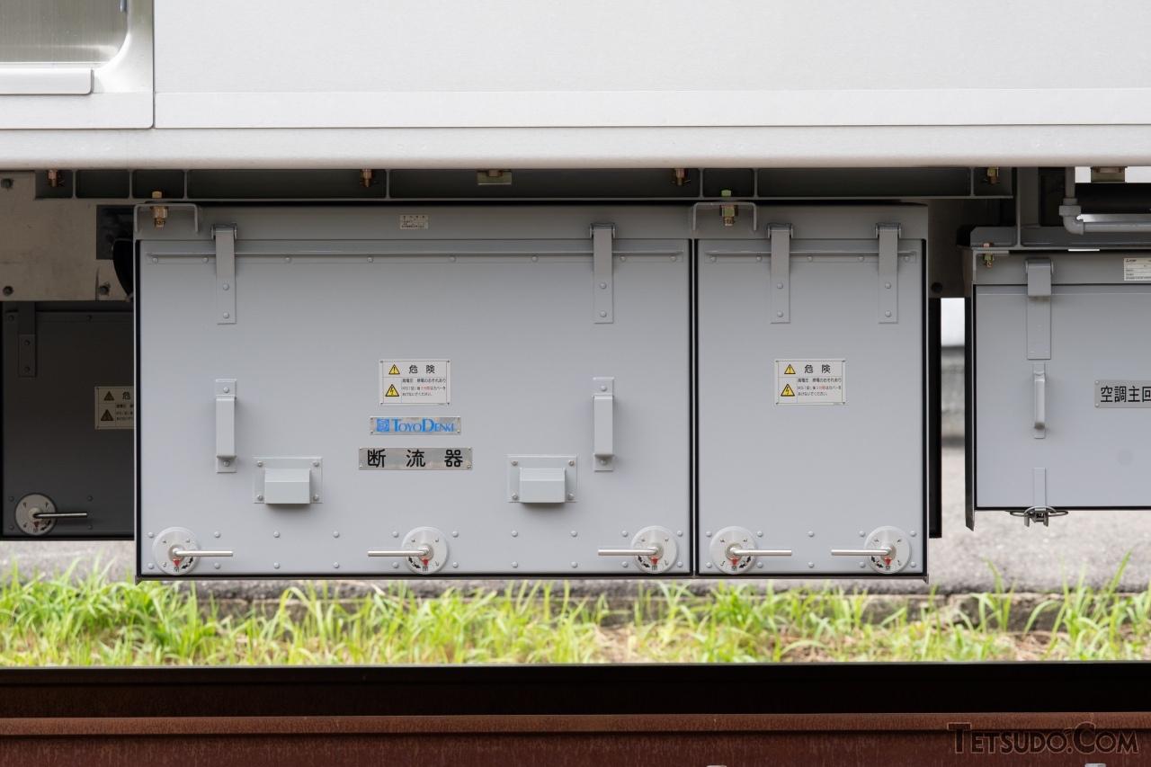 補助電源装置「INV192-E0」。京成電鉄ではインバータ方式による補助電源装置を「インバータ装置」と呼んでいます