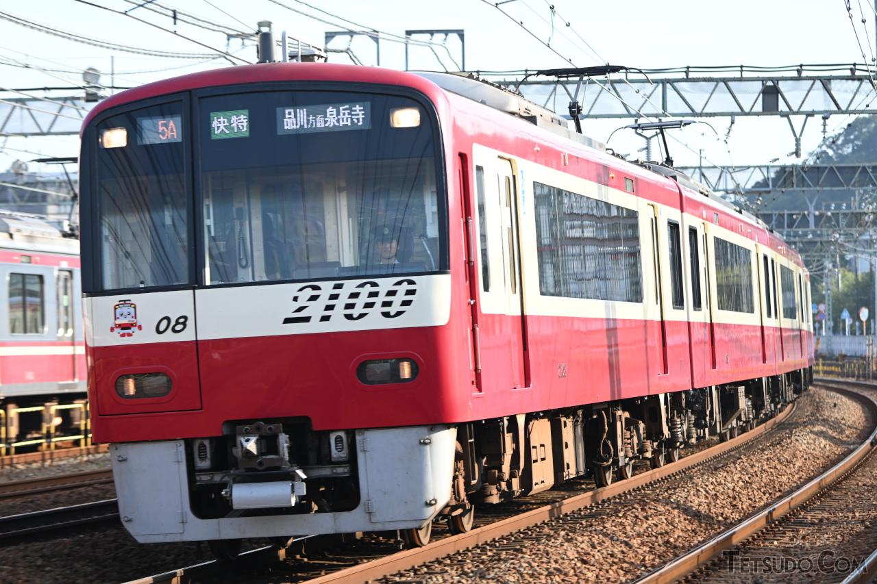 ウィング・シート設定列車に充当される2100形